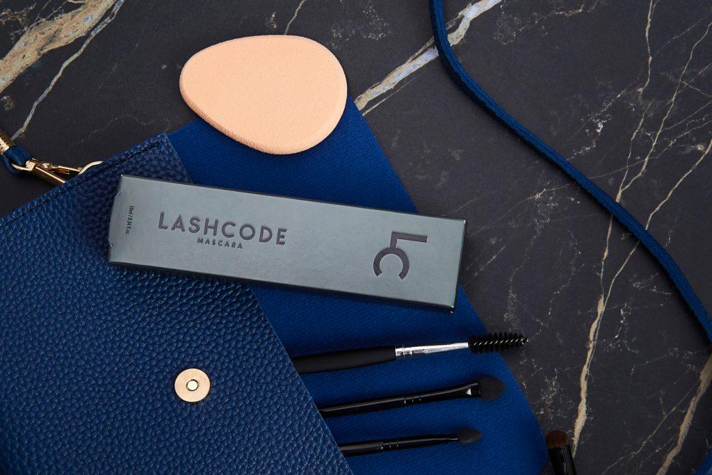 Trois types de cils et un seul mascara Laschode. Test cosmétique rigoureux