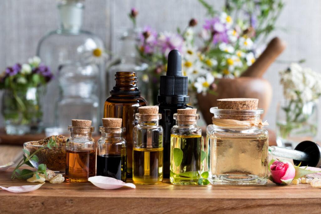 Eau à base de plantes. Est-ce une bonne alternative à la lotion tonique pour visage ?