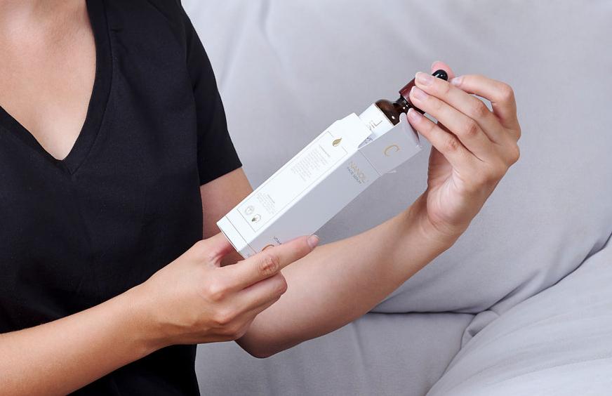 Traitement Cutané à la Vitamine C. Évaluation du Sérum pour le Visage de Nanoil